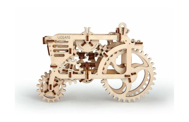 UGEARS Traktor mechanikus fa modell